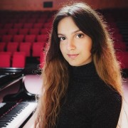 Committed Piano, Singing, Music Theory Tutor in Glasgow